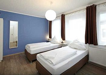 HL_Lauffen am Neckar_Neckarbett Smart Check-In Hotel_bett+bike