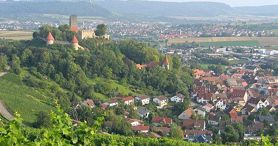 Burg Hohenbeilstein mit Stadtansicht