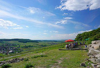 Wein über Berg und Tal–Wandern und Feiern in den Löwensteinern Bergen