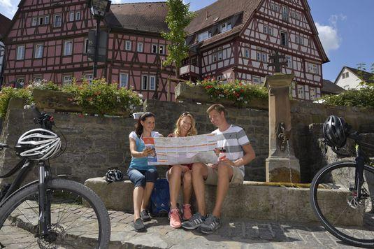 Unterwegs am Neckartal-Radweg - historische Kaiserpfalz Bad Wimpfen